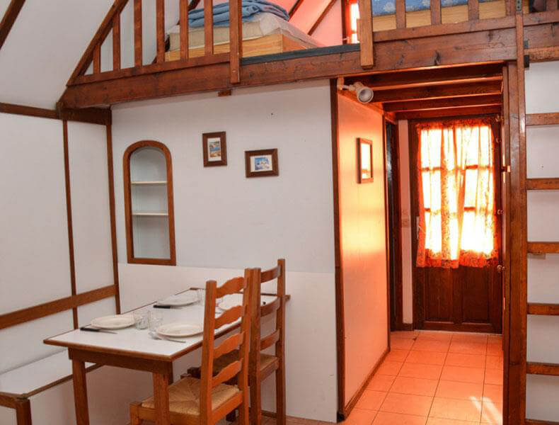Rental of Camarguaise hut lounge for 2/4 people located in Palavas-les-Flots