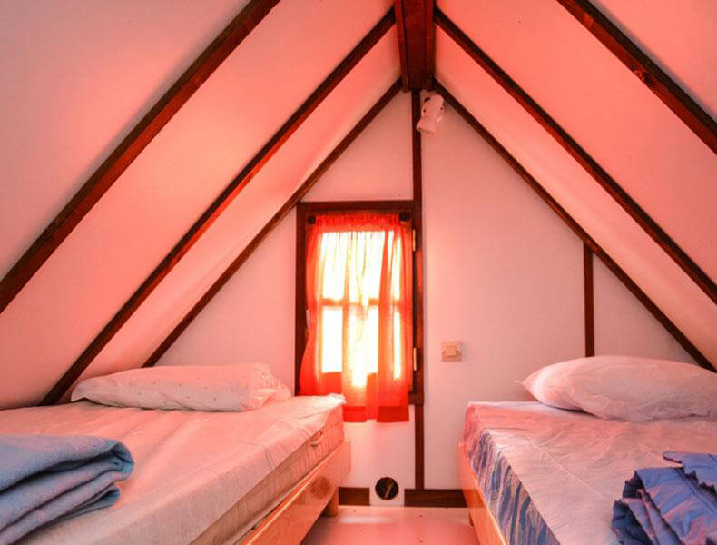 Room with 2 single beds Rental of Camarguaise hut for 2/4 people